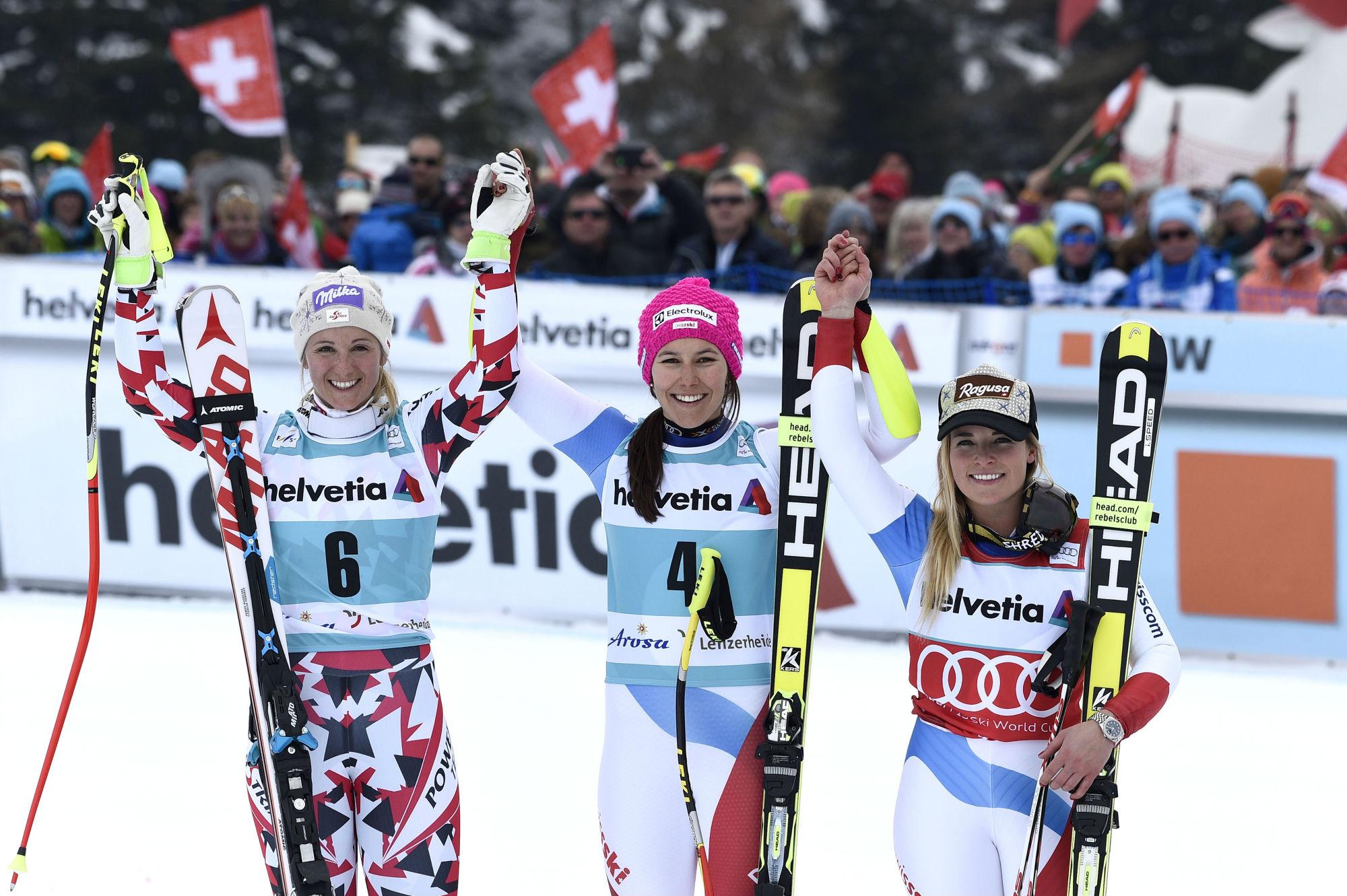 Il podio della combinata alpina a Lenzerheide: Kirchgasser, Holdener, Gut