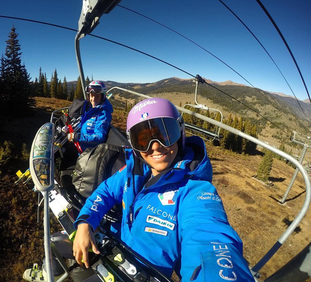 Elena Curtoni e Marta Bassino in seggiovia a Copper Mountain (pag. FB Curtoni)