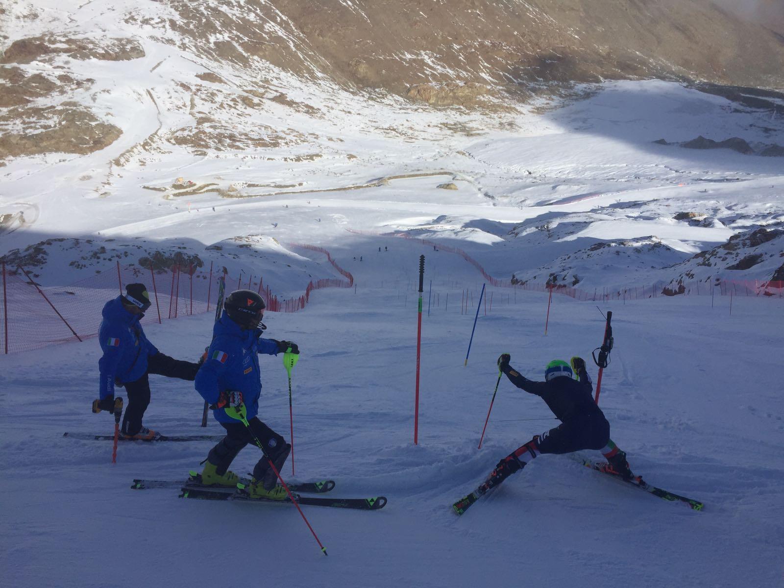 Slalomisti pronti ad attaccare il tracciato di allenamento