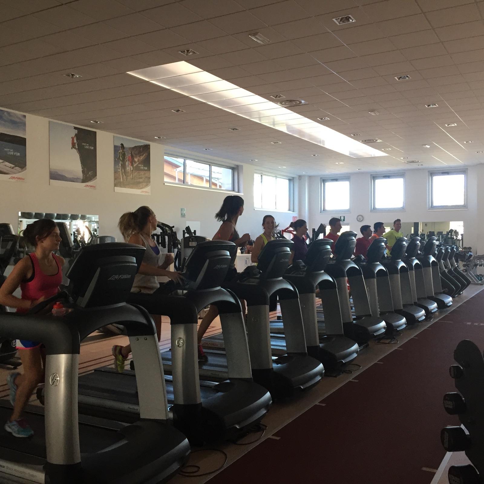 Atlete impegnate nella preparazione atletica