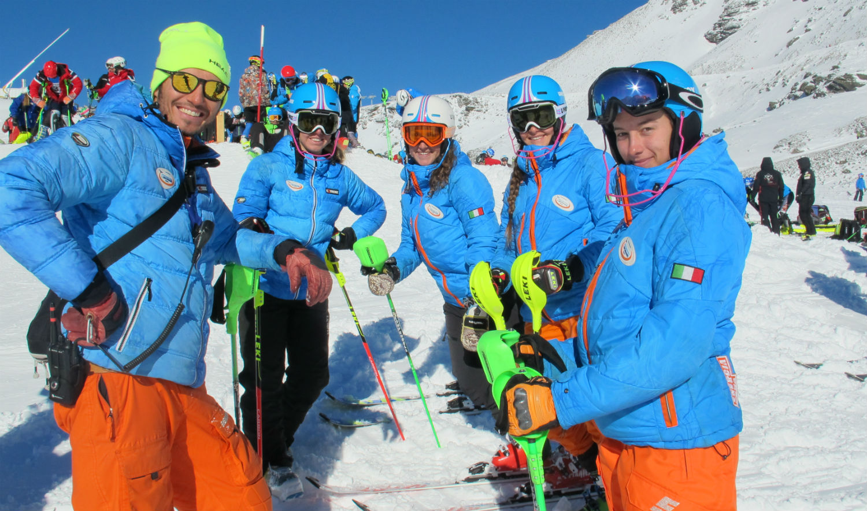 Posa lo Ski College Bachmann Tarvisio: il coach Massimo Lazzaro, Asia Rustighi, Selvaggia Giannecchini, Elena Boni e Eva Capucci