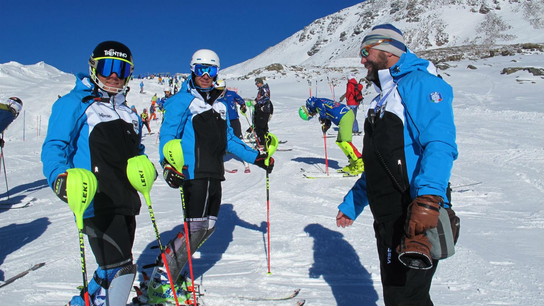 Walter Nave con due atleti del Comitato Trentino. Francesco Galdiolo del Tezenis e Patrick Van Loon degli Altipiani