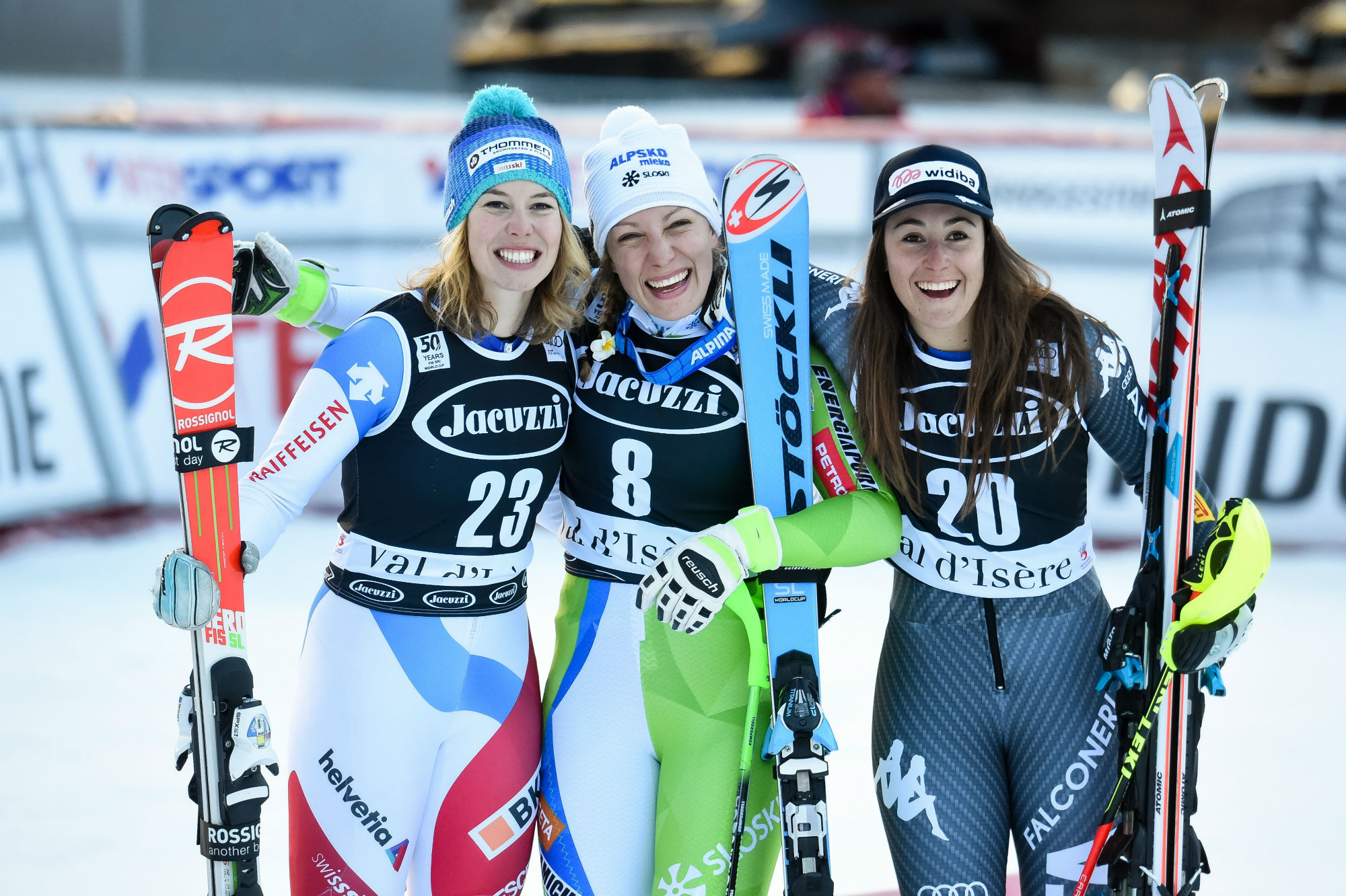 Da sinistra: Michelle Gisin, Ilka Stuhec, Sofia Goggia. Il podio in combinata in Val d'Isere (@Zoom agence)