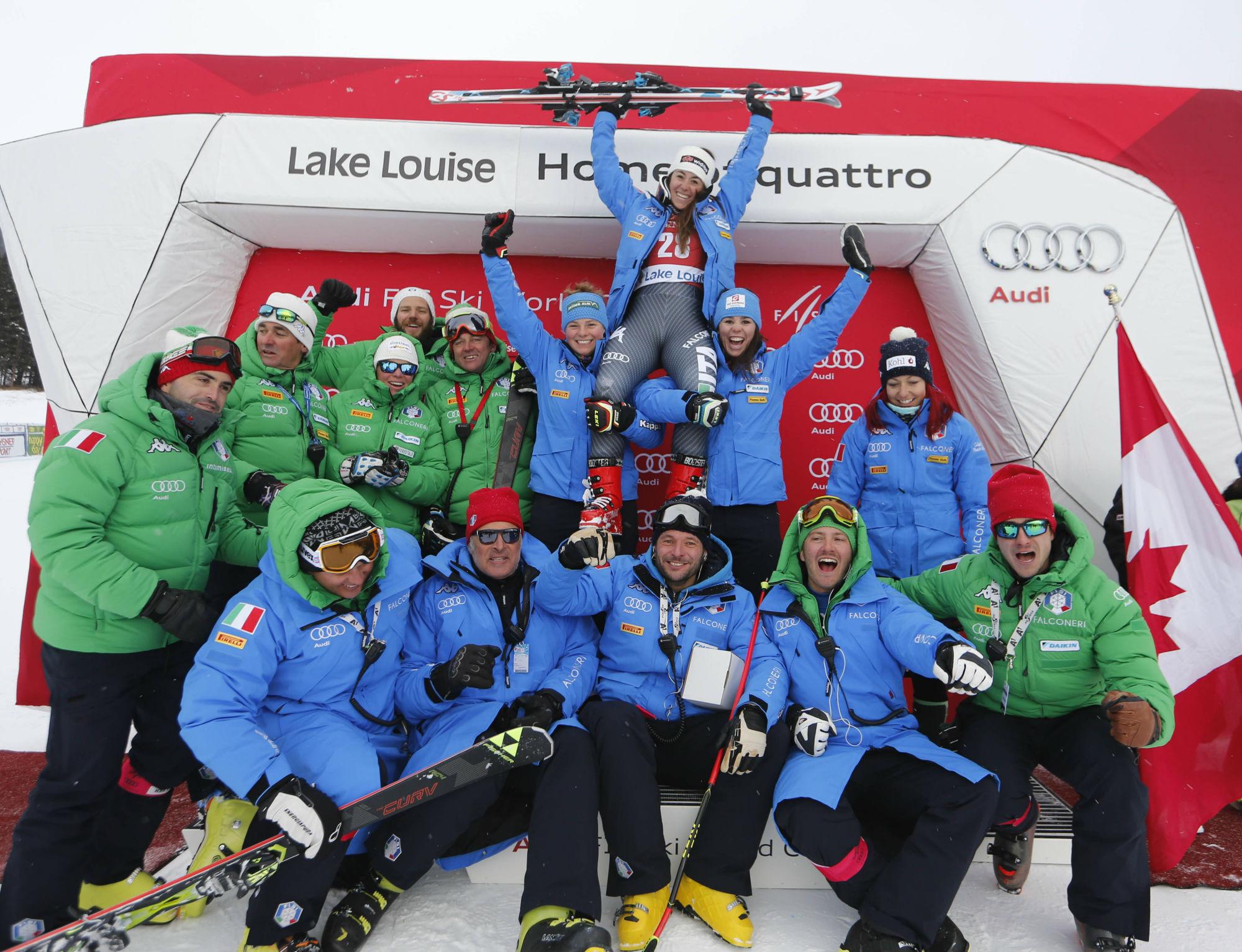 Festa sul podio a Lake Louise per Sofia Goggia (@Zoom agence)