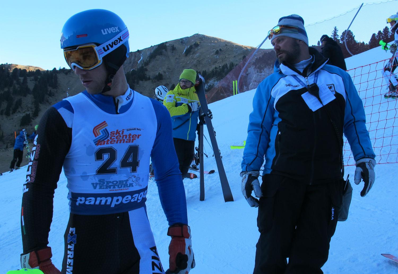 Andrea Squassino, Fiamme Oro, con Walter Nave del Comitato Trentino nella start area ©Gabriele Pezzaglia