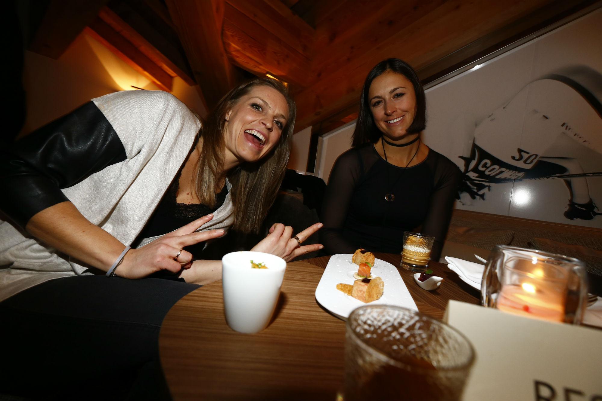 Manuela Moelgg e Irene Curtoni in un momento di relax al Lounge della Rossignol (@Zoom agence)