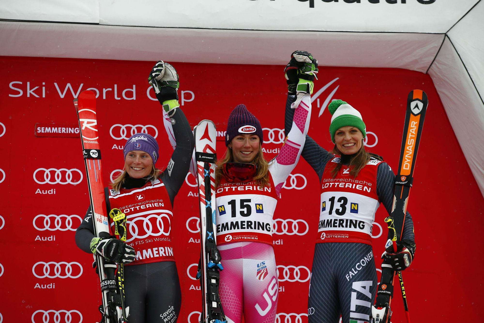 Da sinistra: Tessa Worley, Mikaela Shiffrin, Manuela Moelgg. Il podio del 1° gigante a Semmering nel dicembre 2016 (@Pentaphoto)