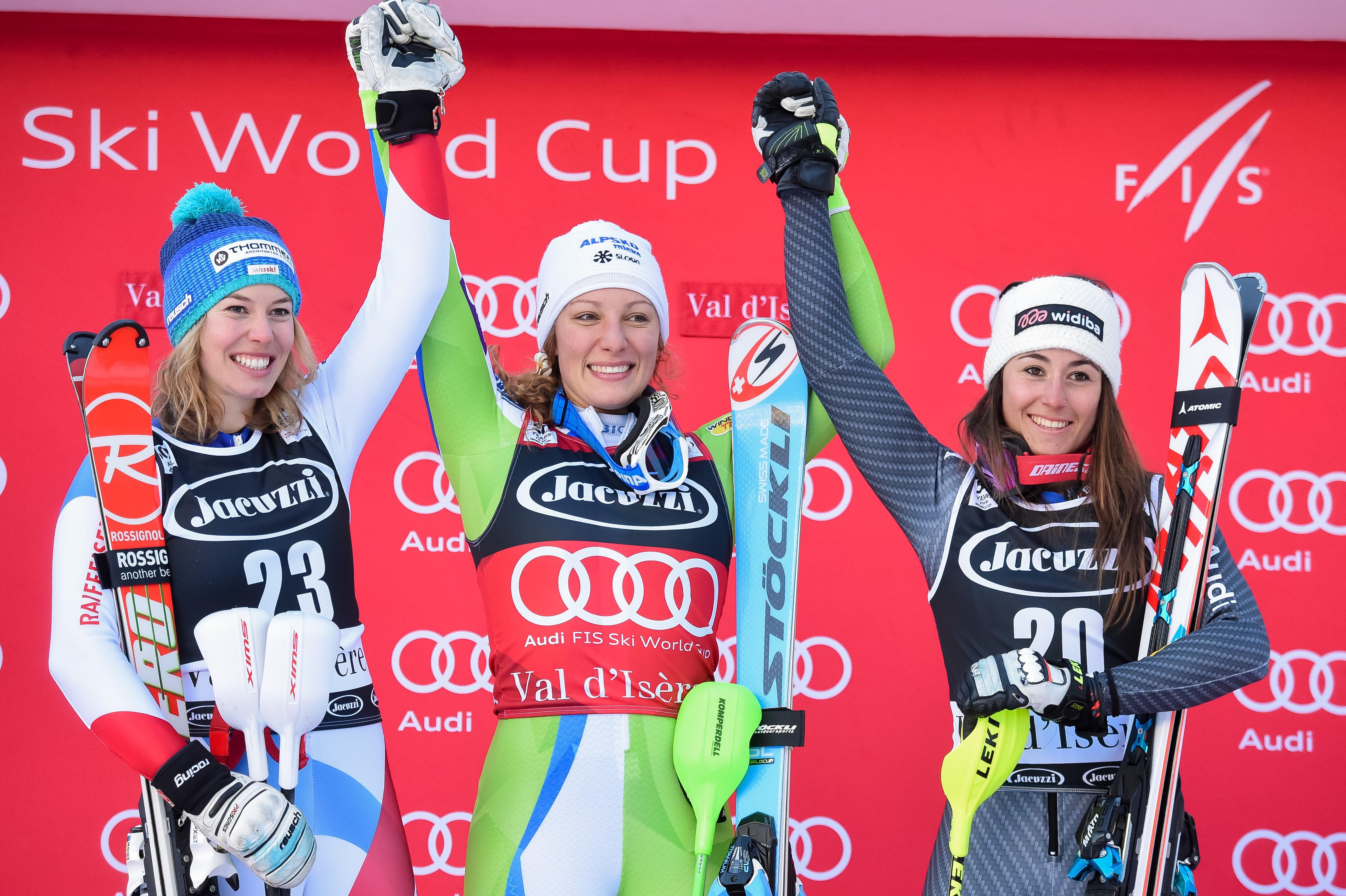 Michelle Gisin, Ilka Stuhec e Sofia Goggia sul podio in Val d'Isere (@Zoom agence)
