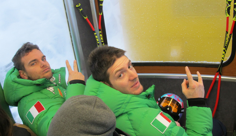 Mattia Casse ed Emanuele Buzzi in treno ©Gabriele Pezzaglia