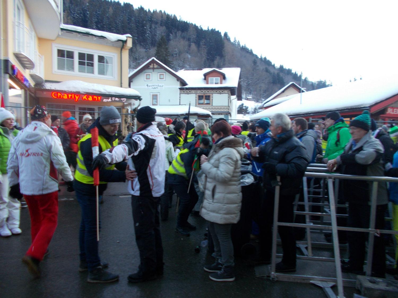 Controlli all'ingresso dello Ski Stadium ©Agence Zoom