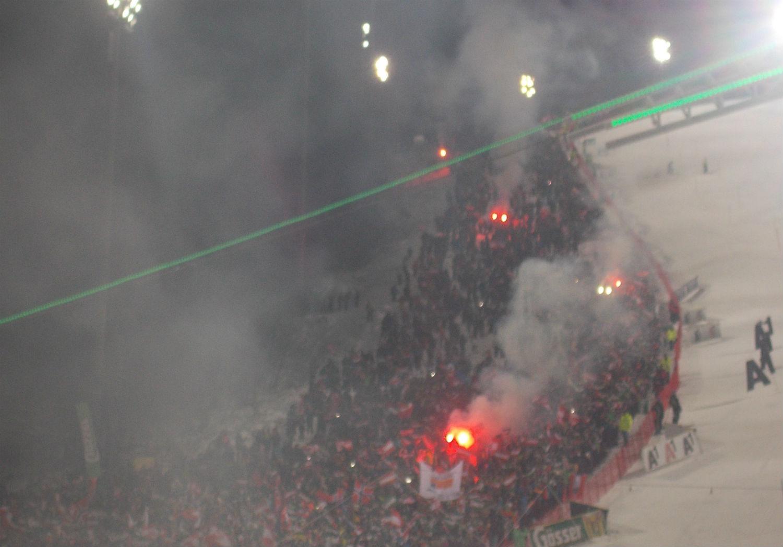 Fumogeni da stadio sulla Planai ©Gabriele Pezzaglia