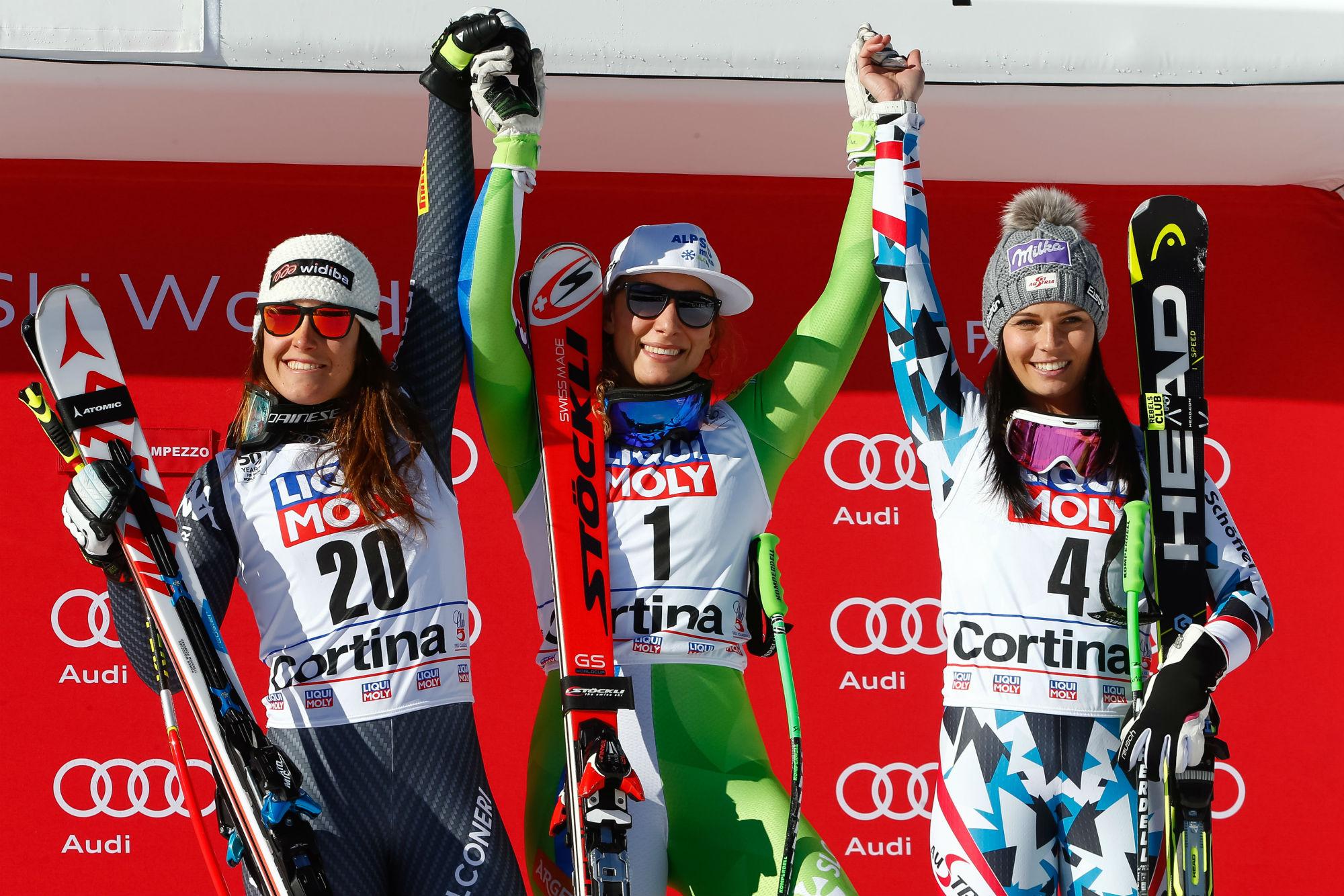 Da sinistra: Sofia Goggia, Ilka Stuhec, Anna Veith sul podio del superG a Cortina (@Zoom agence)