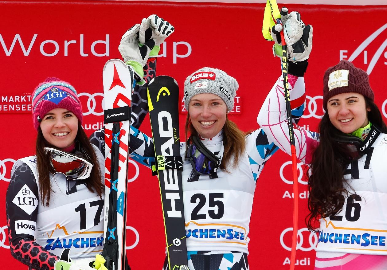 Tina Weirather, Christine Scheyer, Jaqueline Wiles sul podio ad Altenmarkt-Zauchensee dopo la quarta discesa stagionale (@Zoom agence)