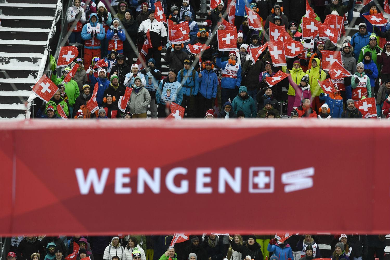 La tribuna di Wengen con i tifosi svizzeri ©Agence Zoom