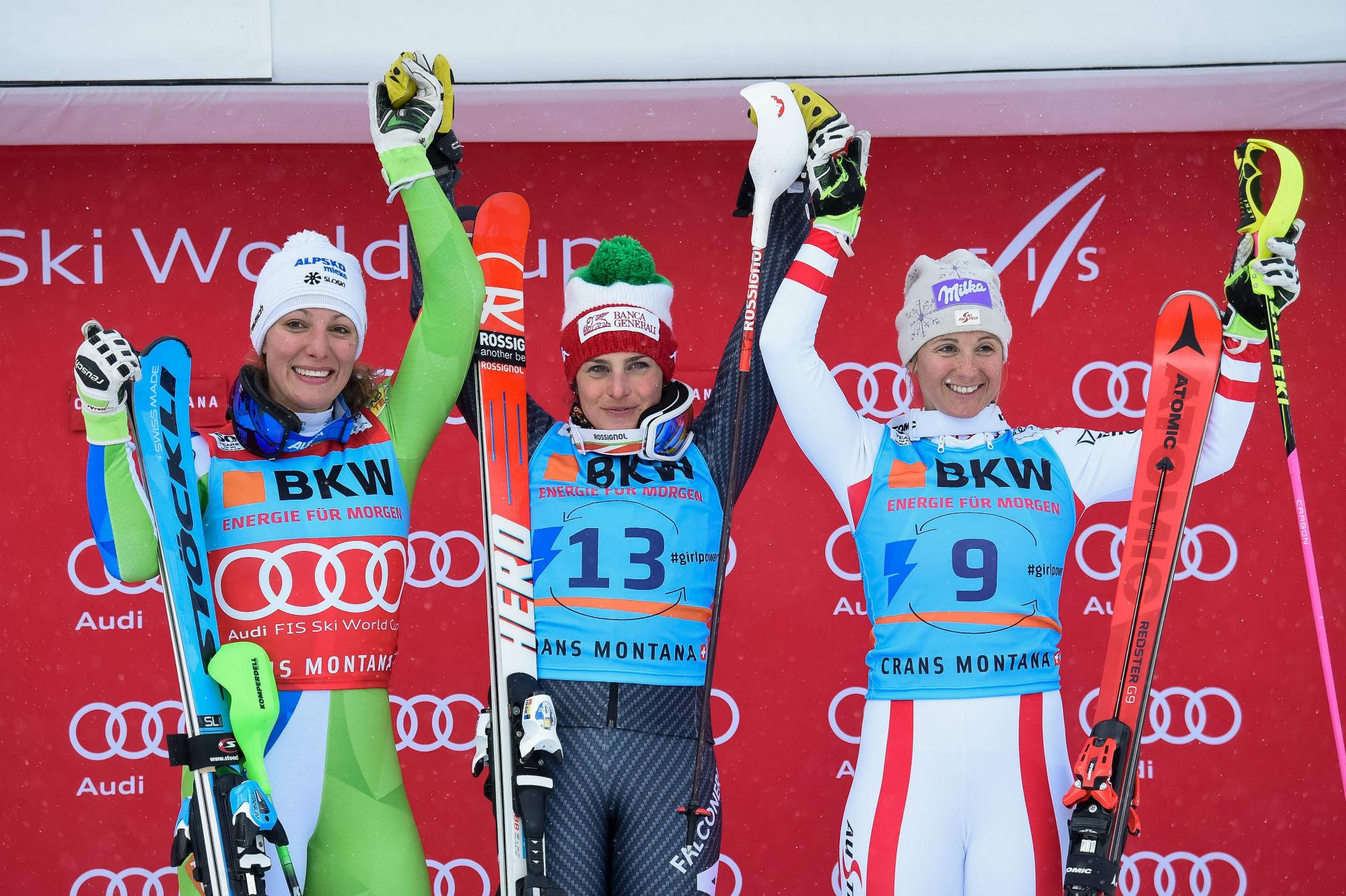 Il podio della combinata alpina a Crans Montana: da sinistra, Ilka Stuhec, seconda; Federica Brignone, prima; Michaela Kirchgasser, terza (@Zoom agence)