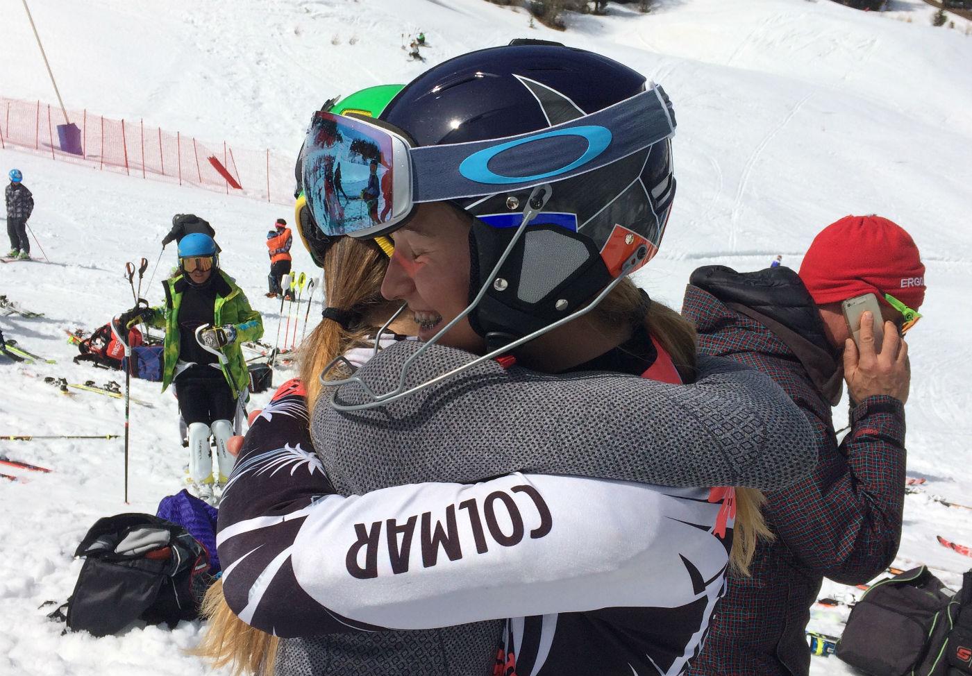 L'abbraccio a fine gara fra Charlotte Audibert e Matilde Gavazzi ©Gabriele Pezzaglia